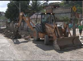 Rua Nila Peçanha, na Calçada, é interditada para obras - Por enquanto, o acesso de moradores e comerciantes do local ainda é permitido.