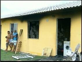 Casa em Campos dos Goytacazes é destruida por incêndio - Ainda não se sabe a casa do incêndio.