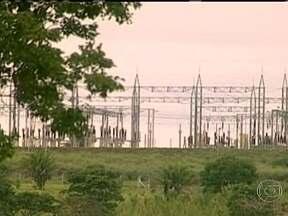 Obras que poderiam proteger o sistema elétrico brasileiro de apagões estão atrasadas - O relatório da Agência Nacional de Energia Elétrica aponta pelo menos 109 obras atrasadas. Em outro estudo do Comitê de Monitoramento do Setor Elétrico, 70% das obras de construção de novas linhas de transmissão estão atrasadas.