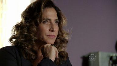 Wanda exige que Rosângela conte a verdade sobre Morena - Lívia repreende Russo por ter mandado Rosângela reconhecer o suposto corpo de Morena. O bandido avisa que mandou seus homens vigiarem Demir e Zyah na Capadócia