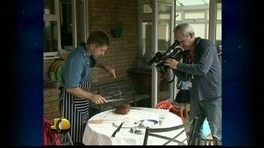 Marcos Losekann prepara uma picanha invertida - O correspondente da Globo em Londres mostra uma maneira diferente de fazer um churrasco de picanha