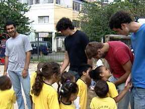 Um em cada quatro jovens faz trabalho voluntário no Brasil - Segundo os jovens brasileiros, as principais motivações para o trabalho voluntário são a solidariedade e a vontade de melhorar o mundo.