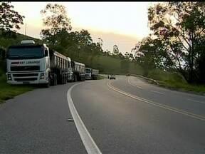 Flagrantes mostram imprudência na BR-265, em Minas Gerais - A rodovia fica entre São João Del-Rei e Barbacena.