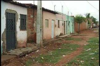 Moradores do Bairro João Cabral reclamam da falta de saneamento - Segundo população, odor da água parada traz incomoda a todos.
