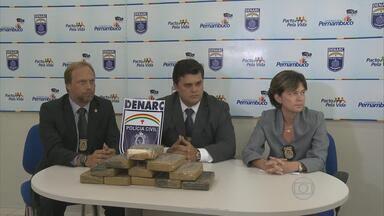 Dois homens são presos com 11 quilos de cocaína - Prisão aconteceu no bairro de Prazeres, em Jaboatão dos Guararapes. Investigação durou 15 dias.