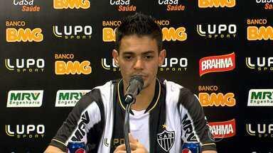 Com Josué apresentado, Cuca terá que decidir onde encaixar o jogador - O volante, teoricamente, disputa posição com Pierre e Leandro Donizete.