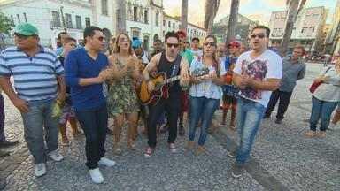 Banda Limão com Mel participa do 'Batidão do GE' - Músicos fazem sucesso com torcedores no centro do Recife