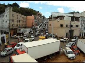 Compras para Semana Santa e veículos quebrados complicam trânsito nesta manhã - Congestionamento foi formado em várias regiões da cidade.