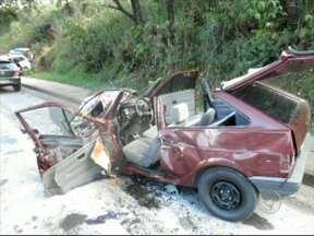 Após roubo de veículo, bando é perseguido e preso em São Roque - A polícia de São Roque (SP) prendeu na manhã desta quarta-feira (27) dois homens por roubo de veículo. Segundo a polícia, o carro foi roubado no centro da cidade e houve perseguição. Um terceiro assaltante ainda está foragido.