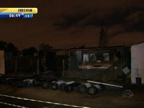 Incêndio atinge alojamento de funcionários que trabalham nas obras da Arena do Grêmio - Uma das suspeitas é de que o fogo teria sido provocado por um curto-circuíto.