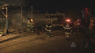 Incêndio destrói borracharia em Porto Velho - Foram muitas horas de trabalho do Corpo de Bombeiros para conter as chamas.