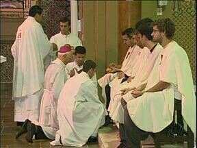 Dom Moacir Vitti abre as solenidades religiosas da semana santa - A Catedral Basílica recebeu padres e fiéis para a Missa do Lava Pés.
