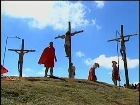 Multidão assiste a encenação da Paixão de Cristo em Lages - Multidão assiste a encenação da Paixão de Cristo em Lages