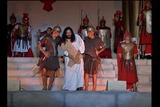 Grupo encena Paixão de Cristo há mais de 30 anos em Barcarena, PA - Espetáculo envolve 120 atores e 250 figurantes, todos da comunidade local. Vida de Cristo é retratada em suas principais passagens até a ressureição.