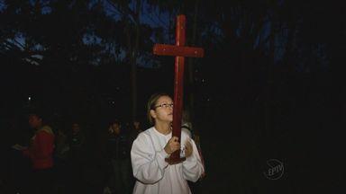 Via Sacra reúne centenas de fiéis em Poços de Caldas - Via Sacra reúne centenas de fiéis em Poços de Caldas