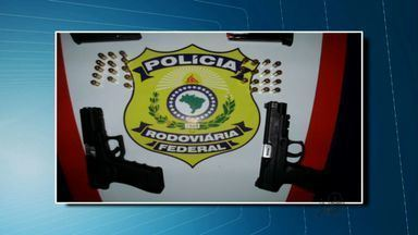 """Polícia prende duas pessoas que pretendiam """"vingar"""" morte de familiar - Eles foram presos em Icó, no Ceará."""