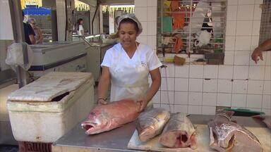 No Recife, quem deixou para última hora teve dificuldade para encontrar pescados - Em alguns mercados públicos, quem foi mais tarde às compras perdeu a viagem: o produto havia sumido dos balcões, nesta Sexta-feira Santa.