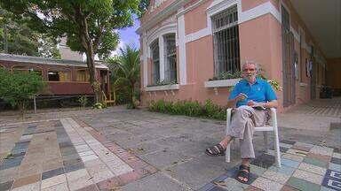 Espaço Pernambuco aborda novo romance do escritor Raimundo Carrero - Livro fala da vida de uma senhora no desfile do Galo da Madrugada, no Recife. Essa é uma das muitas histórias que o autor conta no programa, neste sábado.