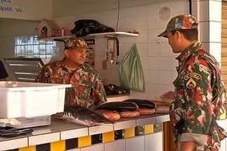 Polícia reforça fiscalização para evitar comércio ilegal de peixe - A operação é organizada principalmente por conta da Semana Santa, quando muitas pessoas trocam a carne pelo peixe.