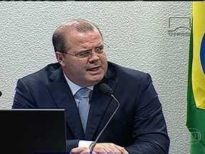 Presidente do BC afirma que inflação está sob controle, mas há riscos - O presidente do Banco Central, Alexandre Tombini, sinalizou que pode tomar medidas para controlar a inflação. Ele particippou de uma audiência pública no Senado.