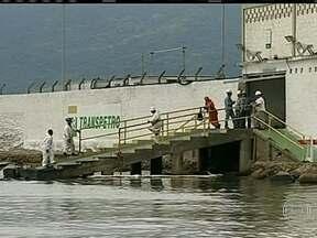 Petrobras é multada por causa de vazamento no litoral paulista - O trabalho de limpeza já foi concluído, mas os estragos ainda estão sendo calculados. Os pescadores de São Sebastião continuam preocupados com as vendas. A produção de mexilhões também foi prejudicada.