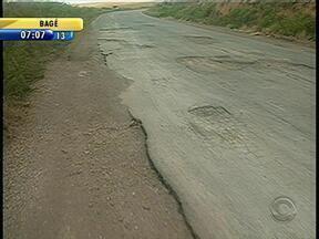 Transporte da safra de soja é prejudicado devido a problemas na ERS-153 - Trecho da rodovia entre os municípios de Soledade e Barros Cassal traz dificuldades aos motoristas.