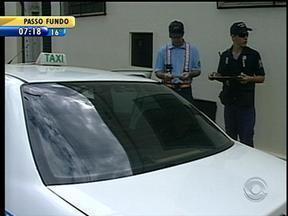 Fiscais vão às ruas verificar situação dos táxis em Lajeado, RS - Serviço de táxi é regulamentado em apenas sete municípios gaúchos.