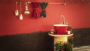 Paula Magalhães visita um bazar de objetos antigos - Acompanhada de um artista plástico ela mostra maneiras criativas de utilizar objetos antigos na decoração de casa