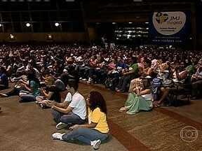 Vigília de fiéis católicos marca 100 que faltam para Jornada Mundial da Juventude - Para marcar os cem dias que faltam para a Jornada Mundial da Juventude, no Rio de Janeiro, milhares de fiéis participaram de uma vigília e de uma procissão, no centro da cidade.