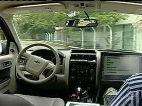 Professores e alunos de universidade do ES criam carro que anda sozinho - Professores e alunos criaram um carro que anda sozinho. O motorista é um computador.