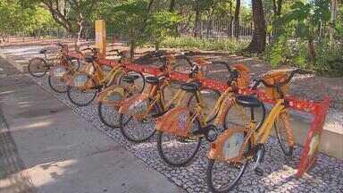 Quantidade de bicicletas para aluguel aumenta neste domingo - Andar de bicicleta aos domingos virou mania no Recife, mas muita gente deixava de ir porque não tinha condições de comprar uma 'magrela'.