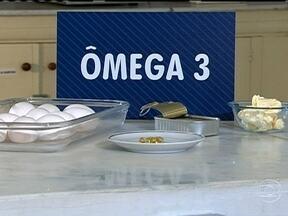 Ômega 3 ajuda a evitar doenças do coração - O ômega 3 é um nutriente capaz de evitar doenças do coração. Médicos recomendam o consumo entre 1 e 3 gramas de ômega 3 por dia. Alimentos como ovos, margarinas, e peixes são ricos em ômega 3.
