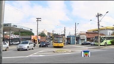 Ônibus atropela ciclista de 22 anos no centro de São José dos Campos - Um ciclista de 22 anos morreu na tarde desta quarta-feira (17) após ser atropelado por um ônibus no Jardim Paulista, na região central de São José dos Campos (SP).