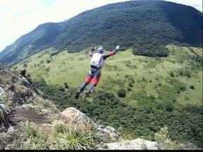 Conheça o Base Jump e os paranaenses que praticam o esporte - No Municipio de Ortigueira está um dos melhores locais para a pratica do Base Jump no Paraná