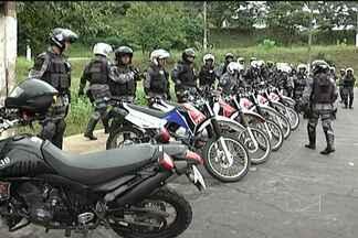 Policiais militares estão aprendendo novas técnicas de combate - Objetivo é tentar diminuir a criminalidade em todo o estado. Entre elas está o treinamento do uso de motocicletas em ações de perigo.