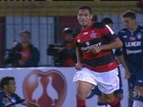 Hernane marca três gols, Flamengo vence o Remo e se classifica na Copa do Brasil - Após grande atuação torcida rubro-negra pede atacante na seleção.