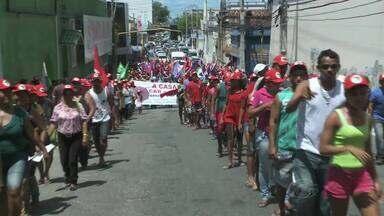 Trabalhadores rurais fazem protesto no centro de Maceió - Vários movimentos sociais se uniram ao grupo de sem-terra