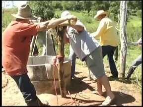 Homem cai em poço de 11 metros na área rural em Novo Horizonte, SP - Um homem precisou ser resgatado pelo Corpo de Bombeiros depois de cair em um poço em Novo Horizonte (SP) nesta quinta-feira (18). A polícia desconfia que a queda tenha sido de uma altura de 11 metros.