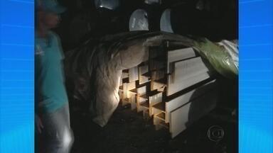 Presos suspeitos de roubar 72 toneladas de placas de metal no Recife - Material seria usado nas obras da Via Mangue, corredor expresso que está sendo construído na Zona Sul.