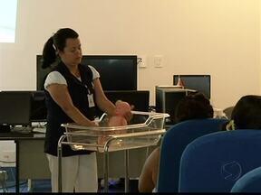 Curso de gestantes em Três Rios, no sul do RJ, orienta mamães de primeira viagem - O objetivo do curso é ensinar às mulheres do município os cuidados necessários para saúde delas e dos bebês.