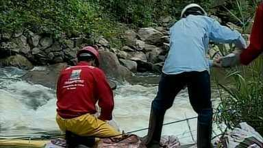 Abastecimento de água em Barbacena é normalizado após contaminação de rio - Óleo diesel caiu em rio depois de ter sido roubado por assaltantes.