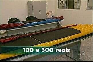Estudantes do Ifes inventam prancha de stand up feita de material reciclado - Garrafas PET são usadas na produção da prancha.