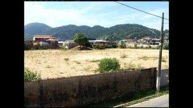 Moradores de Angra dos Reis, RJ, temem golpe em compra de apartamentos - Grupo que adquiriu imóveis em condomínio que seria construído no Parque Mambucaba está preocupado com os rumos do empreendimento.