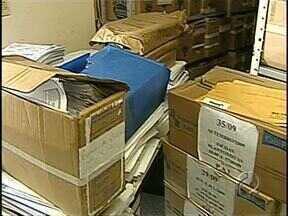 Organizar documentos antigos é um desafio para a prefeitura de Londrina - A nova administração encontrou um verdadeiro caos nos arquivos da prefeitura.