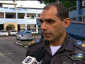 Policiamento reforçado na Favela São José Operário, na Praça Seca - O policiamento na comunidade foi reforçado depois de oito horas de tiroteio entre bandidos e policiais, no final de semana. Mais 50 PMs estão auxiliando no patrulhamento da região.