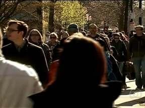 Cidade de Boston volta à normalidade - Depois do atentado que matou três pessoas na maratona de Boston, na última segunda-feira (15), a cidade vai voltando a normalidade. Um dos suspeitos foi preso e outro foi morto em confronto com a polícia.