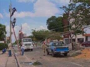 Grave acidente no trânsito derruba poste de energia e deixa muitos teresinenses sem luz - Grave acidente no trânsito derruba poste de energia e deixa muitos teresinenses sem luz