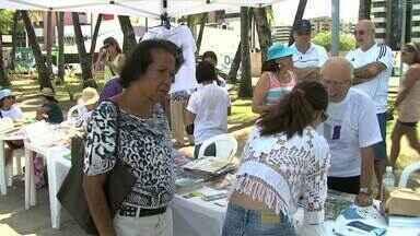 Praia da Ponta Verde foi o cenário para mais uma divulgação da doutrina espírita - Nesse domingo (21), uma programação especial com várias atividades atraiu a atenção para lembrar o Dia do Livro Espírita.