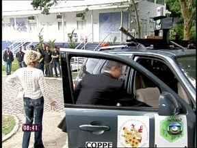 Carro do futuro dá susto em Ana Maria Braga ao vivo - Durante matéria sobre automóvel que anda sem motorista, a apresentadora foi surpreendida
