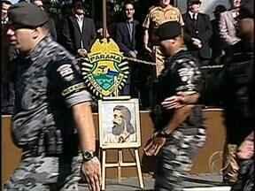 Tiradentes é homenageado por policiais de todo o Estado - Tiradentes, mártir da Inconfidência Mineira, é também patrono da polícia e por isso recebeu homenagens pelo Estado.